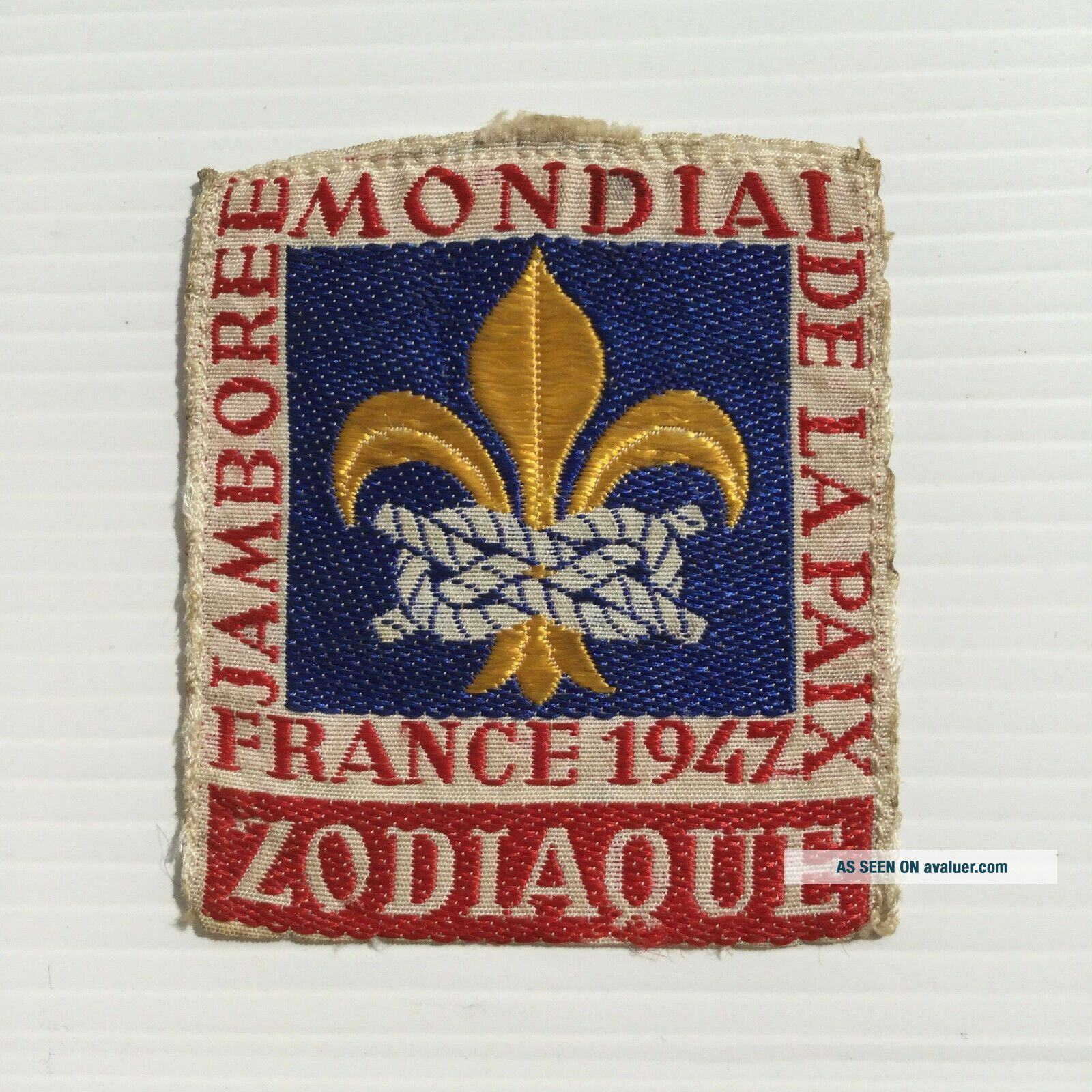 Extremely difficult 1947 World Jamboree RED ZODIAQUE leader badge