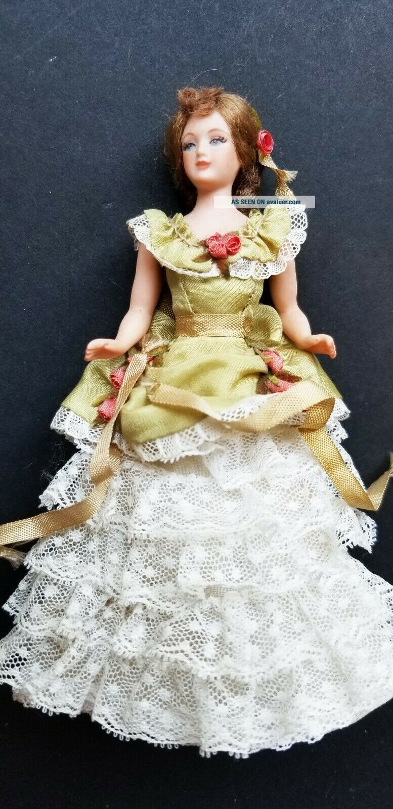 VINTAGE ARTISAN PORCELAIN LADY DOLL IN GREEN DRESS WITH LACE